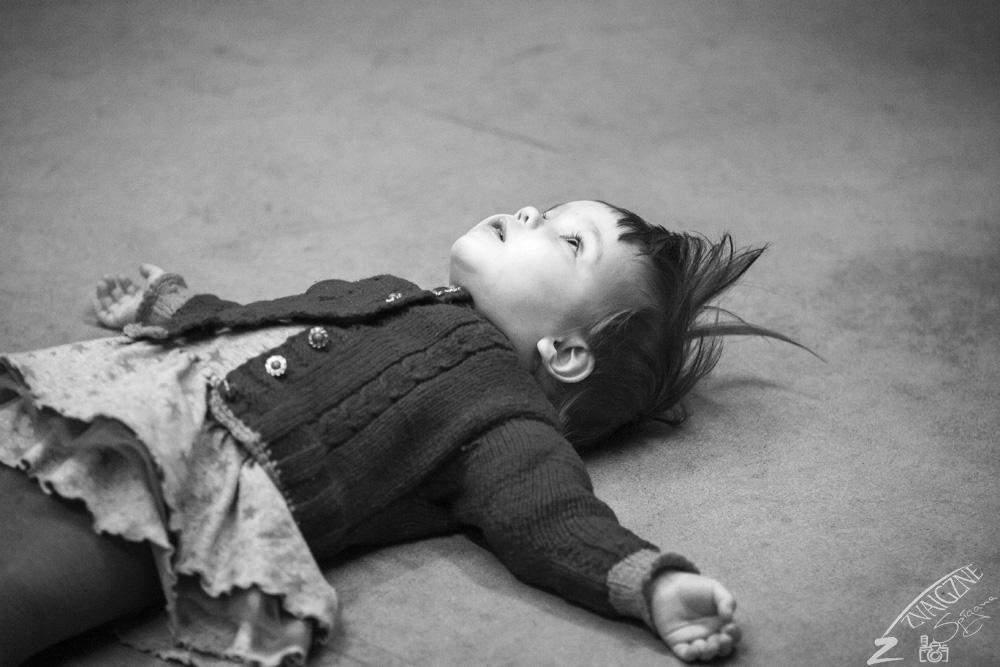 Ievai ir  visnotaļ apburoša un pastāvīga meita- ja mamma nezkur aizgāja, var mierīgi gulēt uz grīdas un apcerīgi lūkoties griestos.